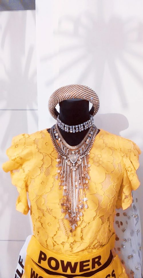 Gele Indiase lehenga gharara blouse